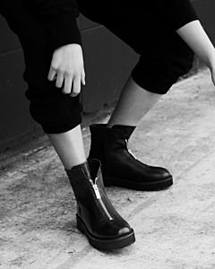 Ankle-boot-with-zipper-on-top