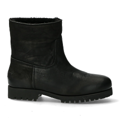 Black-boot-with-wool-lining