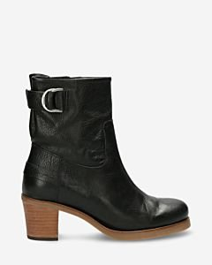 Heeled-ankle-boot-grian-leather-black