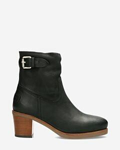 Heeled ankle boot waxed grain leather black