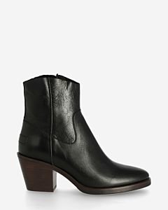 Ankle boot shiny grain leather black