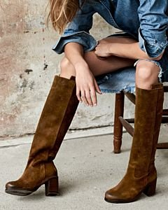 Heeled-boot-waxed-suede-brown
