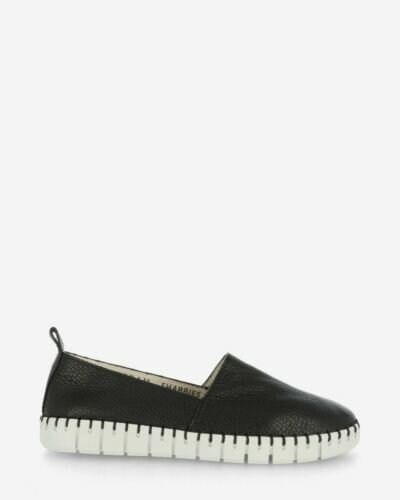 Loafers grain leather black