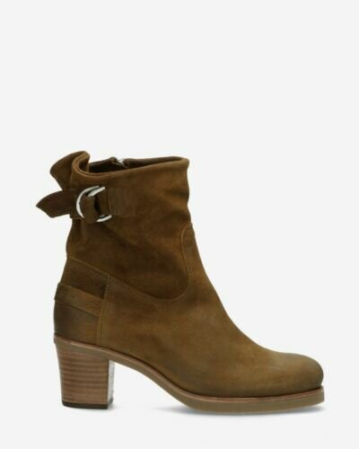 Ankle boot with zipper brown