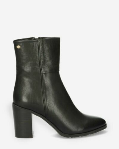 Heeled ankle boot soft grain leather black