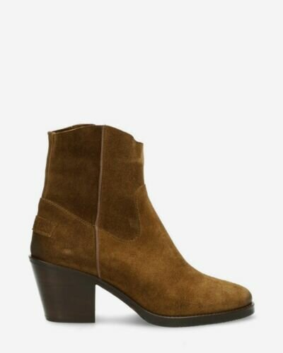 Heeled ankle boot waxed suede warm brown