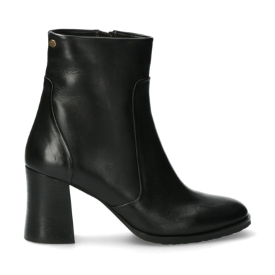 Heeled-ankle-boot-from-smooth-leather-black