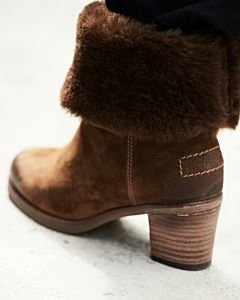 Fur-lined-boot-brown