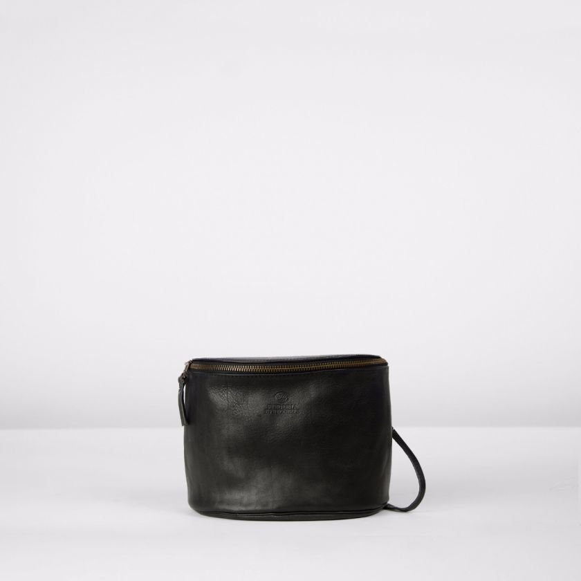 Shoulderbag-natural-dyed-leather-Black