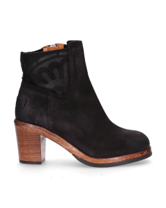 Heeled-ankle-boot-with-waxed-suede-black