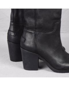 Boot waxed grain leather Black