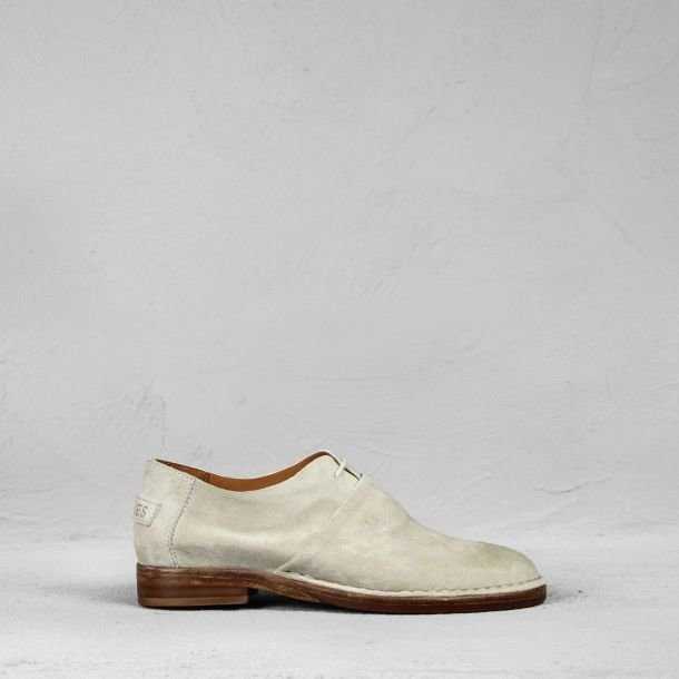 Lace-up-shoe-suede-off-white
