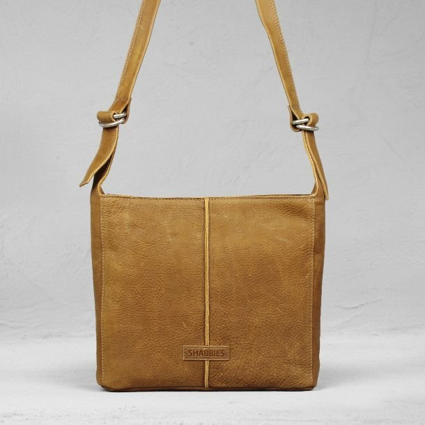 Shoulderbag waxed grain leather Caramel