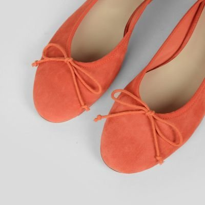 Red Suede ballerina fred de la bretoniere 140010001 detail above