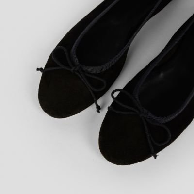 fred de la bretoniere ballerina black suede 140010001 detail above