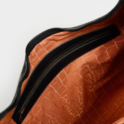 Cross-body-natural-tanned-grain-leather-Black