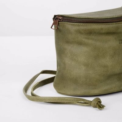 Shoulderbag-hand-buffed-leather-Olive