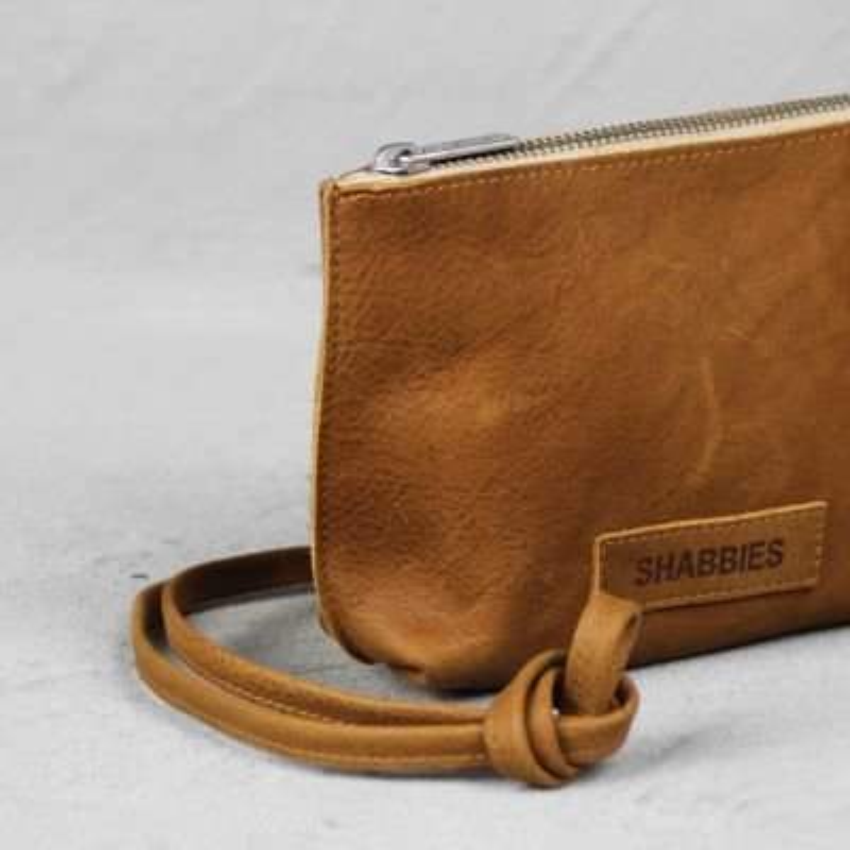 Shoulderbag-waxed-grain-leather-Caramel